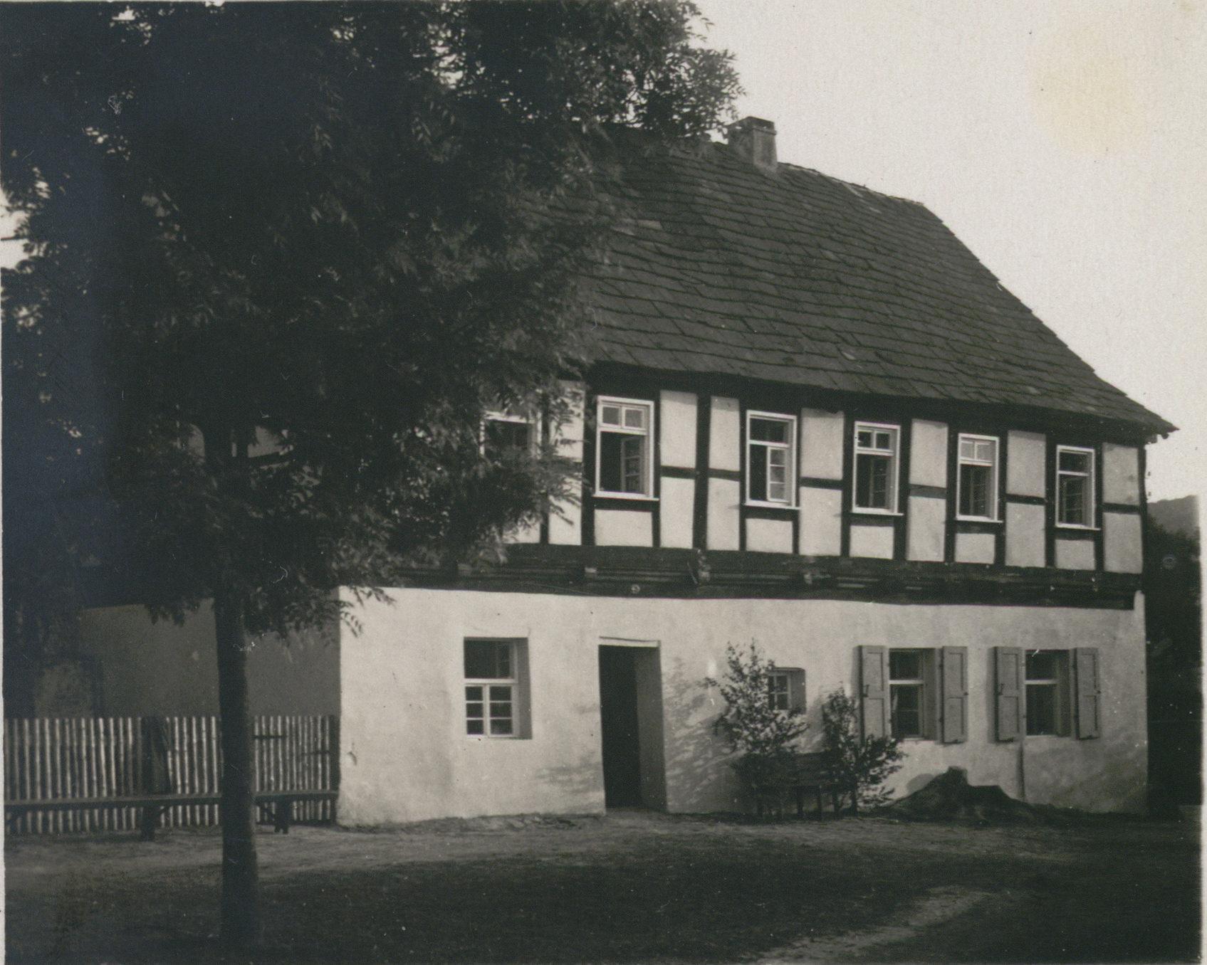 Das Landheim in Lippoldsberg in den 1930er Jahren. Quelle: Reproduktion der SUB Göttingen Handschriften und Seltene Drucke: Cod. Ms. H. Nohl 752: 5; Bild 11.