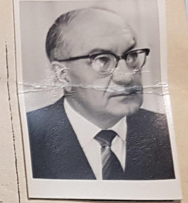 Prof. Dr. Heinrich Roth (Professor für Pädagogik und Direktor des Pädagogischen Seminars von 1961- 1971) ... hier zu sehen auf einem Bild aus dem Personalfragebogen der Universität Göttingen aus dem Jahre 1957