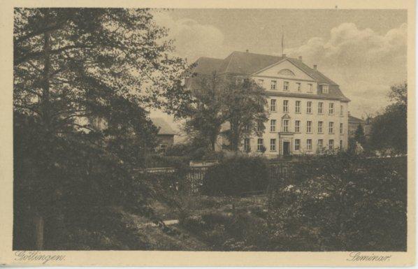 Frontansicht Nikolausberger Weg 13/15 um ca. 1919, Postkarte. Quelle: Städtisches Museum Göttingen.