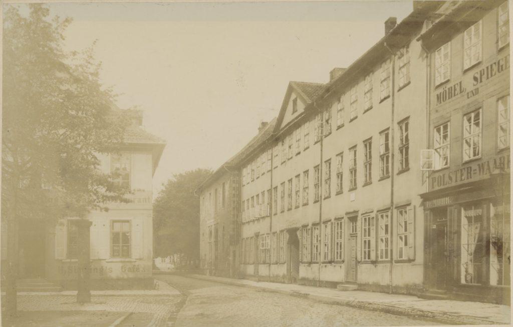 Frontalansicht der Paulinerstraße 19-21, vermutlich um 1900.