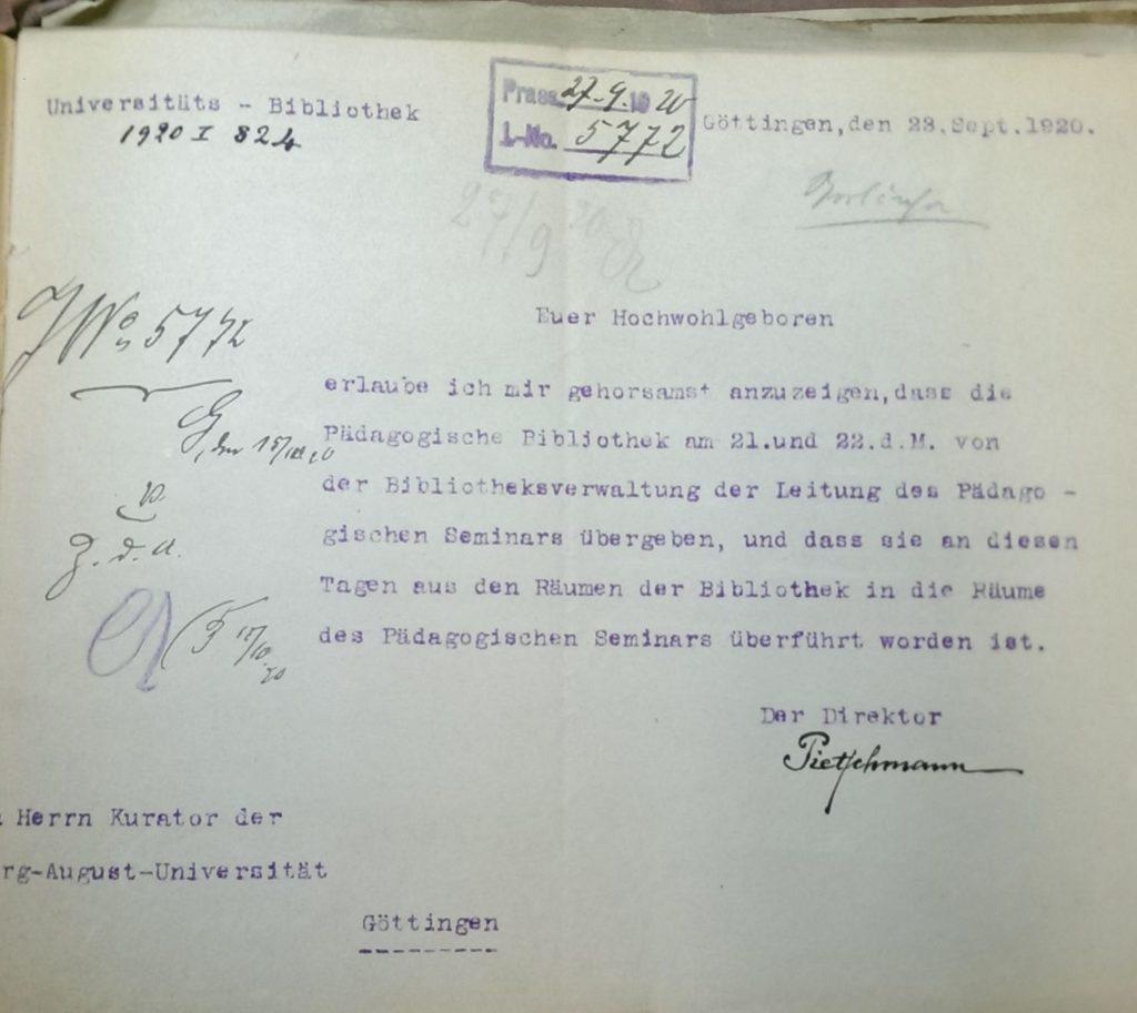 Nachricht des Bibliotheksdirektors Pietschmann an den Kurator Osterrath zur Übergabe und Überführung der Bibliothek des Pädagogischen Seminars in dessen Räume. September 1920.