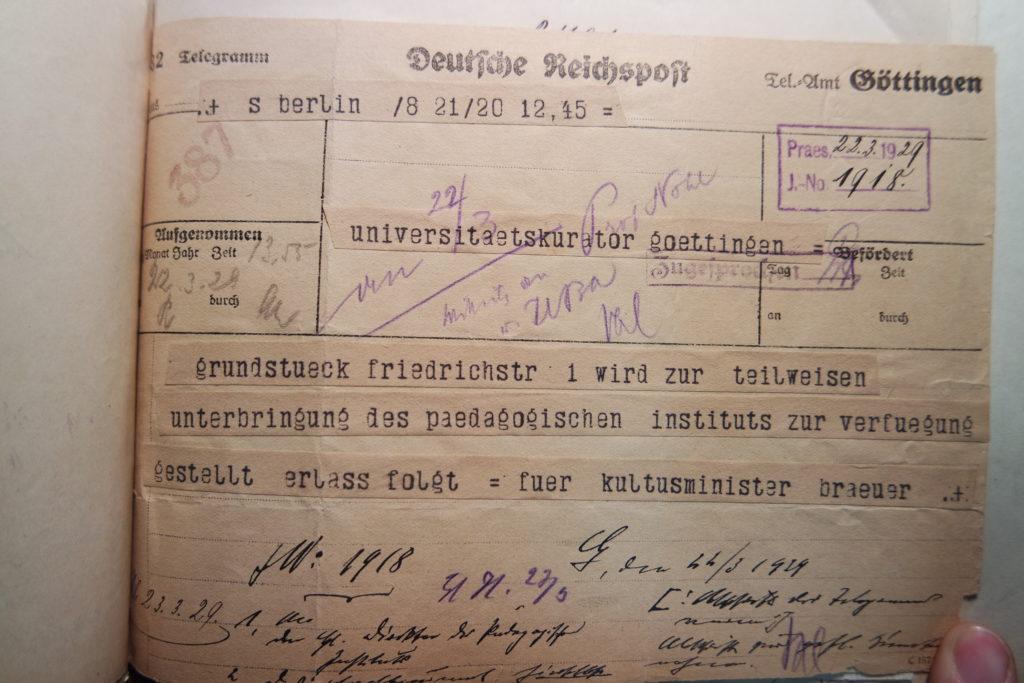 Telegramm des Kultusministers Breuer an den Kurator der Universität Göttingen vom 22.3.1929 über die Zur-Verfügung-Stellung des Grundstücks in der Friedrichstraße 1 für das Pädagogische Institut. Göttinger Universitätsarchiv