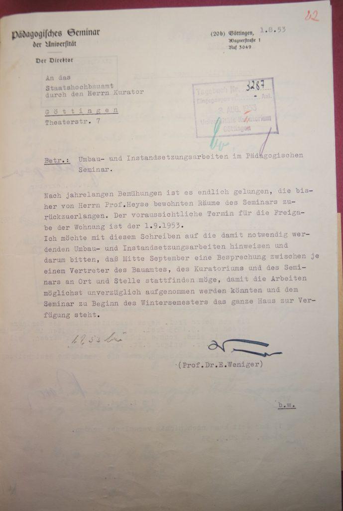 Brief Erich Wenigers an das Staatshochbauamt vom 1.8.1953, aus dem ersichtlich wird, dass der vollständige Wiedereinzug des Pädagogischen Seminars in die Räume der Wagnerstraße 1 nicht ohne Hindernisse verlief. Quelle: Universitätsarchiv Göttingen, Kuratorium, Kur. 2654.