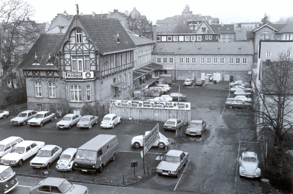 Foto der Friedrichstraße 1 von B. Schmidt, 1979, aus einem Abbruchantrag des Stadtbauamts 1981. Quelle: Staädtisches Museum Göttingen (Fotoarchiv).