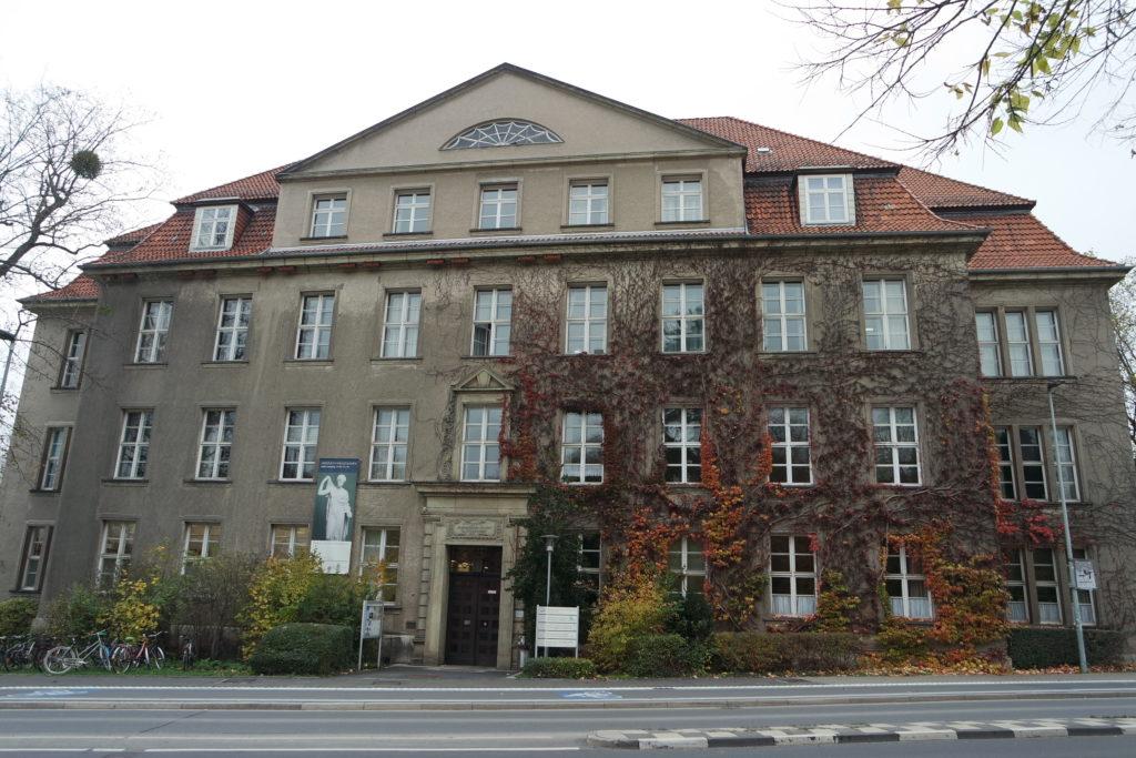 Seminargebäude im Nikolausberger Weg 15 im Jahr 2019. Foto: Daniel Erdmann.